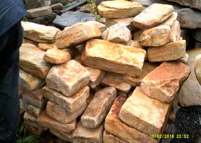 Tumbled-Sandstone-Retaining-Wall